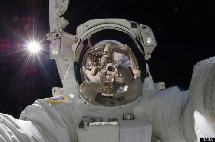 Aki Hoshide's space selfie